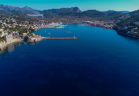 aerial image of the port and the yacht club locat | fotolia 190633087 ©Nanohumano