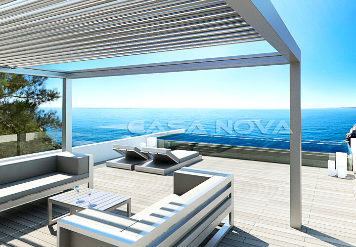 Modern villa in first line to the sea