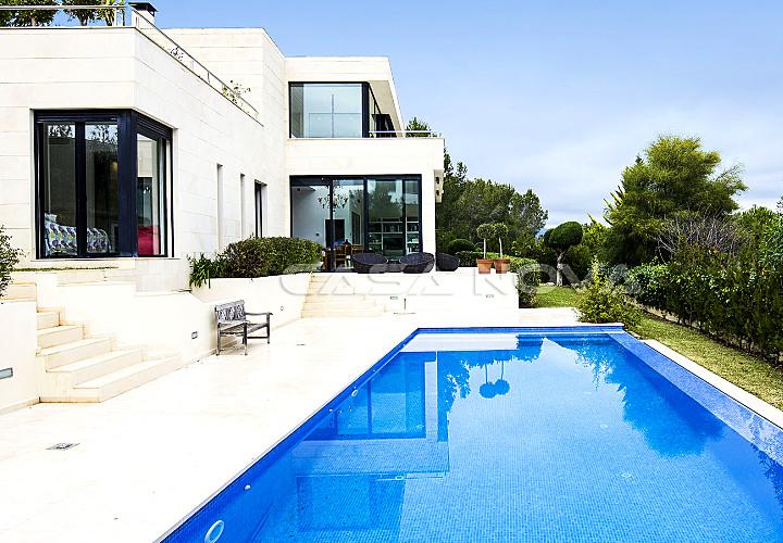 Modern villa Mallorca in popular living aerea