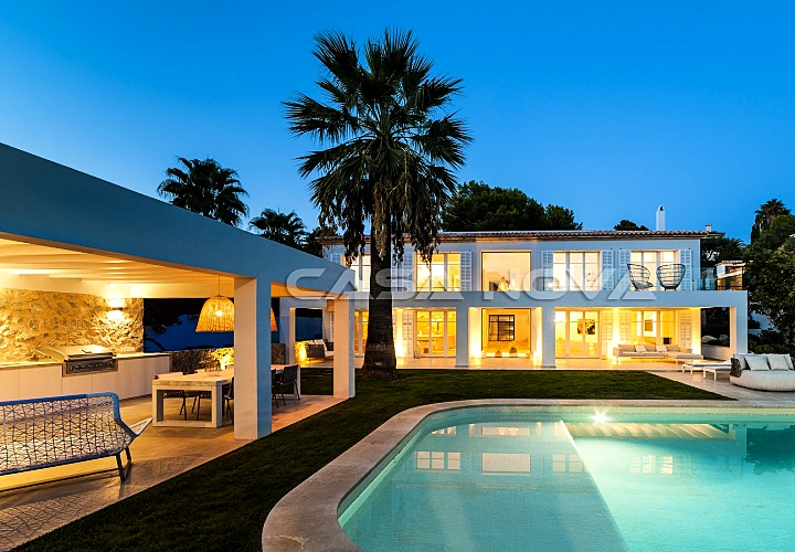 Moderne Designervilla in erstklassiger Lage