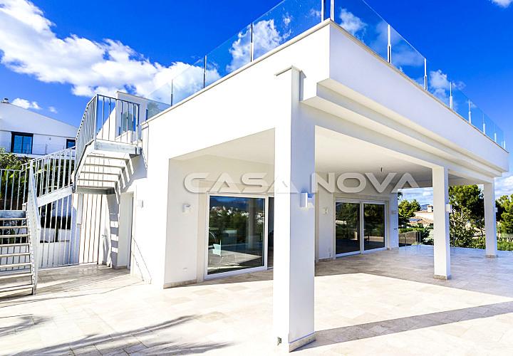 Moderne Villa mit Pool und Meerblick