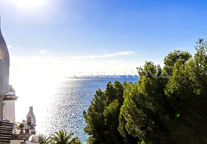 Mediterranes Apartment mit Meerblick in 1. Meereslinie